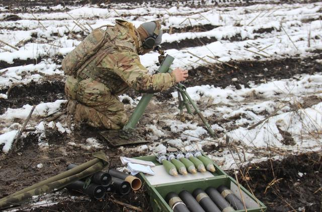 Ukraine's Army Spetsnaz compete in target practice with 60-mm mortars, - headquarters 03