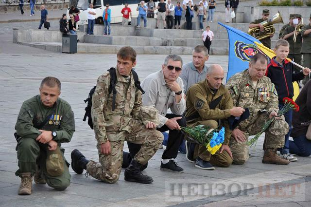 Family, friends, comrades said farewell to volunteer Volodymyr Samoilenko killed in Donbas 07