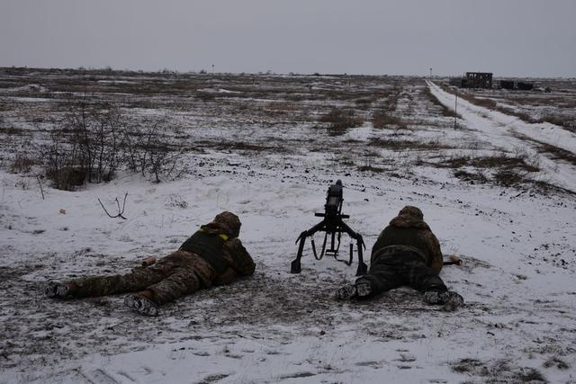 Ukrainian troopers hold field maneuvers, weapons training exercise in Mykolaiv region 04