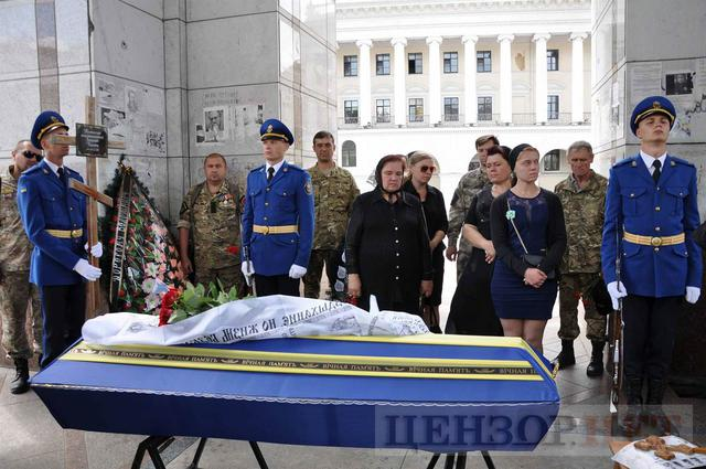 Family, friends, comrades said farewell to volunteer Volodymyr Samoilenko killed in Donbas 21