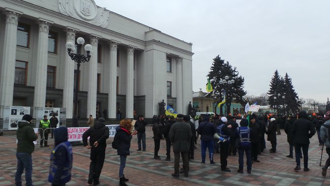 Ukrainian farmers announce indefinite protest against land market opening 23