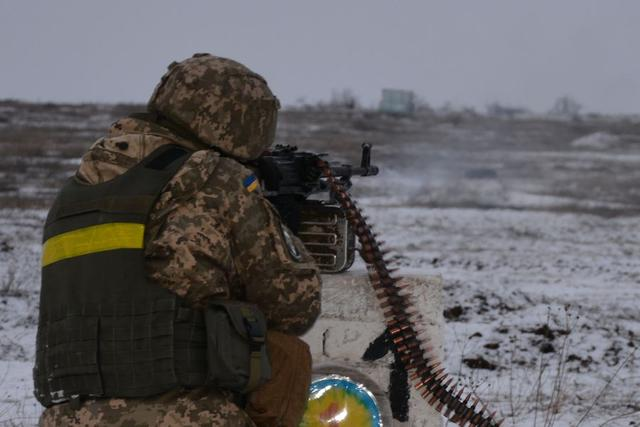 Ukrainian troopers hold field maneuvers, weapons training exercise in Mykolaiv region 07