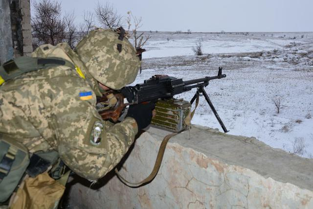 Ukrainian troopers hold field maneuvers, weapons training exercise in Mykolaiv region 05