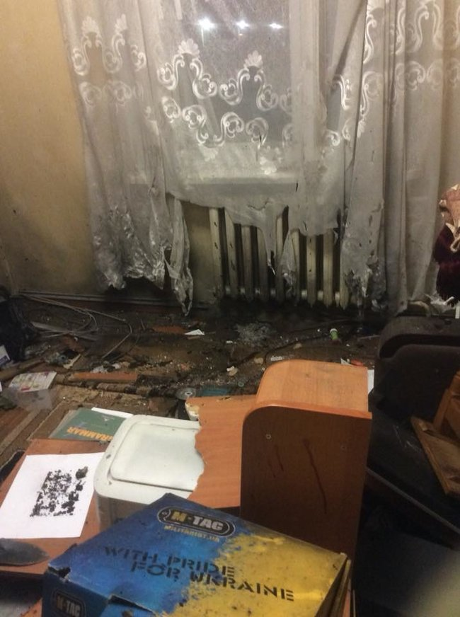 One person wounded in bomb attack on C14 coordinator Mazur's apartment 03