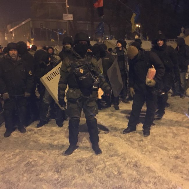 Clashes spark outside Ukrainian parliament as police try to locate Saakashvili in tent camp 01