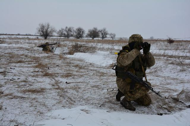 Ukrainian troopers hold field maneuvers, weapons training exercise in Mykolaiv region 03