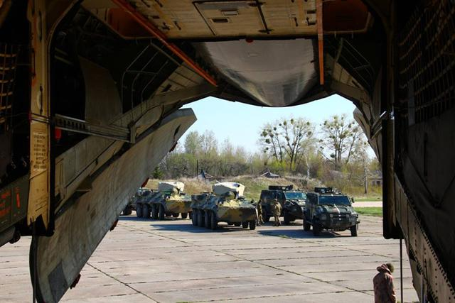 Airborne unit drills loading military hardware onboard IL-76 carrier in Zhytomyr region 02