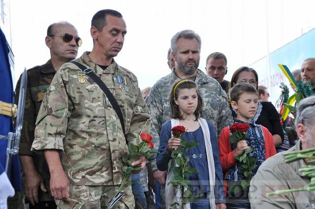 Family, friends, comrades said farewell to volunteer Volodymyr Samoilenko killed in Donbas 34