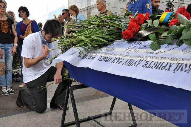 Family, friends, comrades said farewell to volunteer Volodymyr Samoilenko killed in Donbas 33