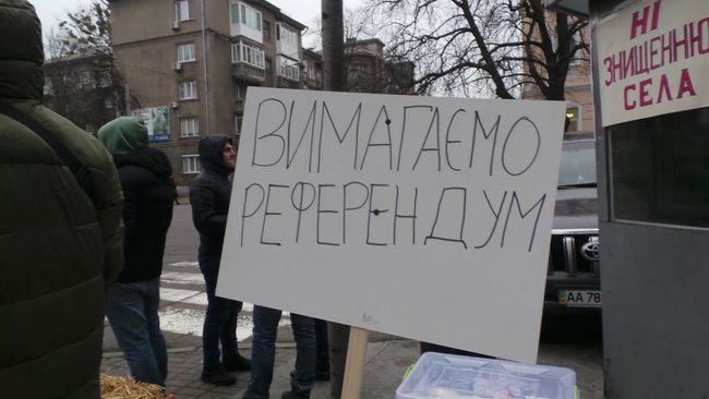 Ukrainian farmers announce indefinite protest against land market opening 02