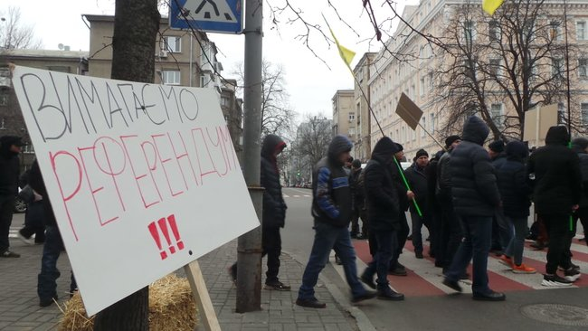 Ukrainian farmers announce indefinite protest against land market opening 13