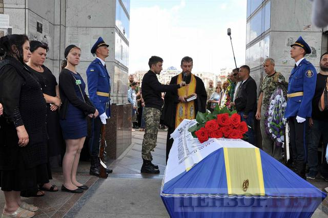 Family, friends, comrades said farewell to volunteer Volodymyr Samoilenko killed in Donbas 20