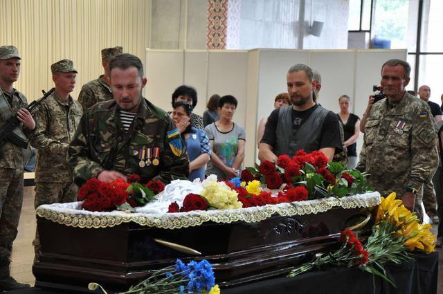 Service for Donbas veteran Serhii Oliinyk, killed in Kyiv downtown, held in Kyiv on Sunday 14