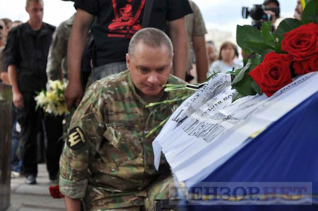 Family, friends, comrades said farewell to volunteer Volodymyr Samoilenko killed in Donbas 30