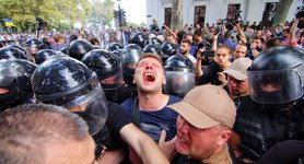 Fire in Odesa camp: activists and police scuffle outside mayor`s office, detentions reported. PHOTOS