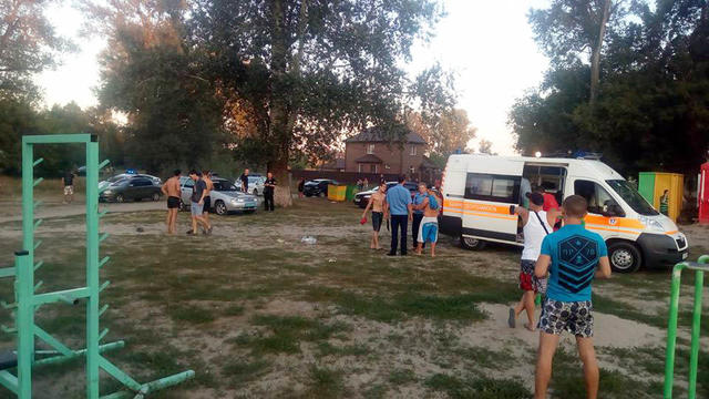One person killed, child wounded in skirmish on Poltava beach 01