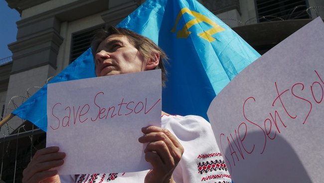 Buns for Putin: activists hold rally in support of Sentsov outside Kyiv-based Russian embassy 11