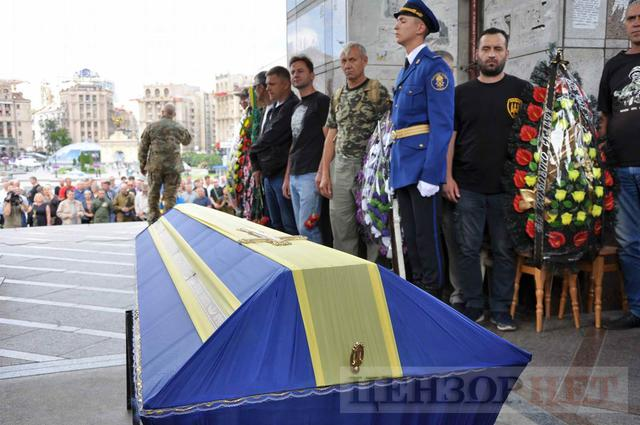Family, friends, comrades said farewell to volunteer Volodymyr Samoilenko killed in Donbas 14