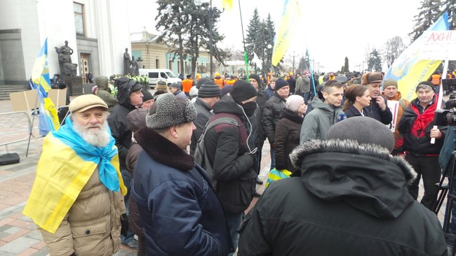 Ukrainian farmers announce indefinite protest against land market opening 24