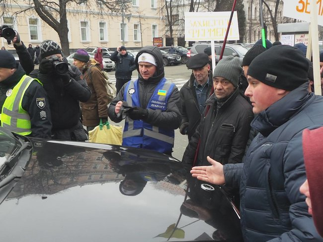 Ukrainian farmers announce indefinite protest against land market opening 01