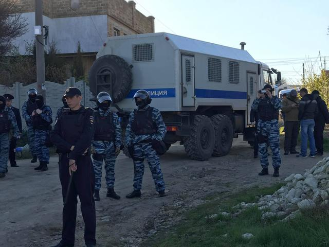 Crimean Tatars houses raided in Bakhchysarai: Armed law enforcers broke in, blocked roads 02