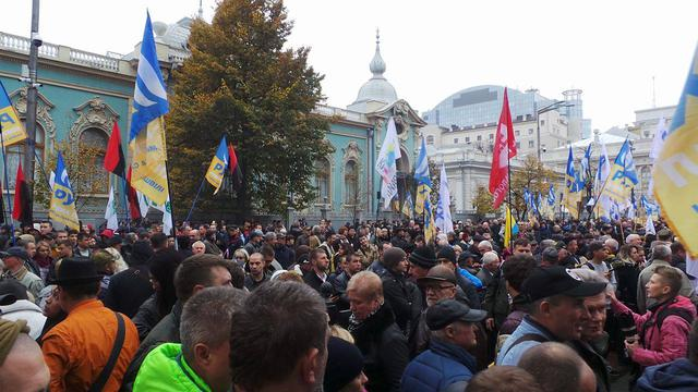 Protests near Rada building in Kyiv on Oct. 17 33